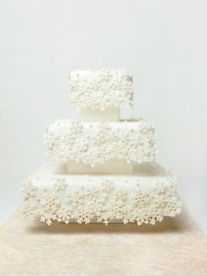 zimniy-svadebniy-tort-0059