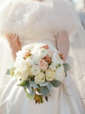 svadebnii-buket-nevesti-dlya-zimnei-svadbi-0048