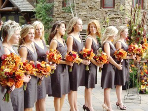 Autumn-Wedding-Dress1-300x225 Красочная осенняя свадьба