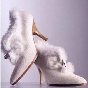 winter-wedding-bridal-accessories-white-fur-heeled-boots-cap_300