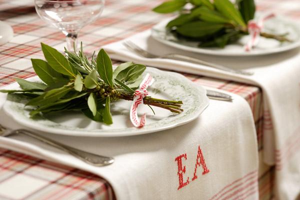 зеленая свадьба в эко стиле сервировка стола