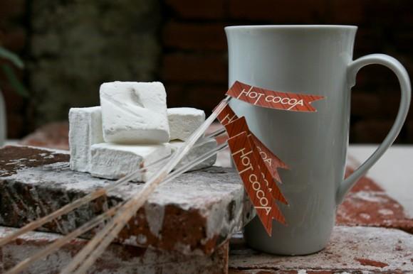 winter-wedding-ideas-hot-cocoa-580x386