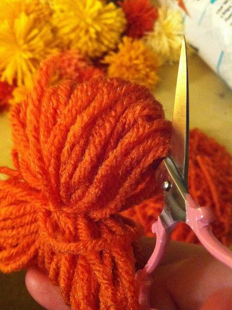yarn-poofball-3