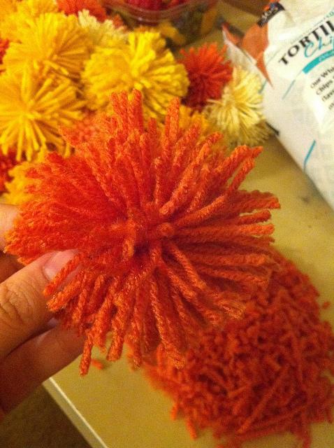 yarn-poofball-4