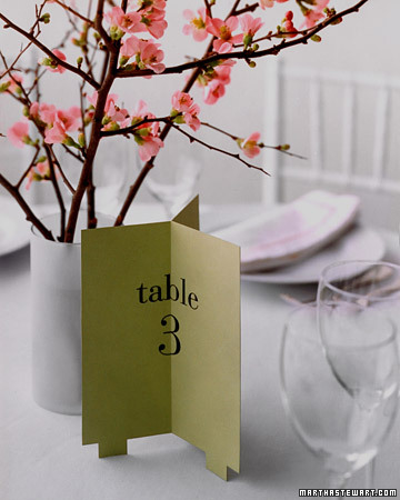 Цветы из бумаги как украшение зала