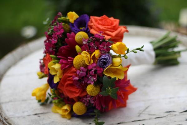 букет-невесты-разноцветный-цвета-радуги
