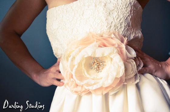 мастер класс цветы из ткани брошка для невесты