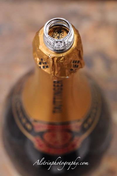 шампанское с обручальными кольцами