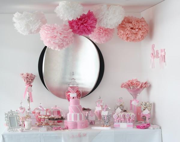 розовые свадебные бумажные помпоны десертный стол