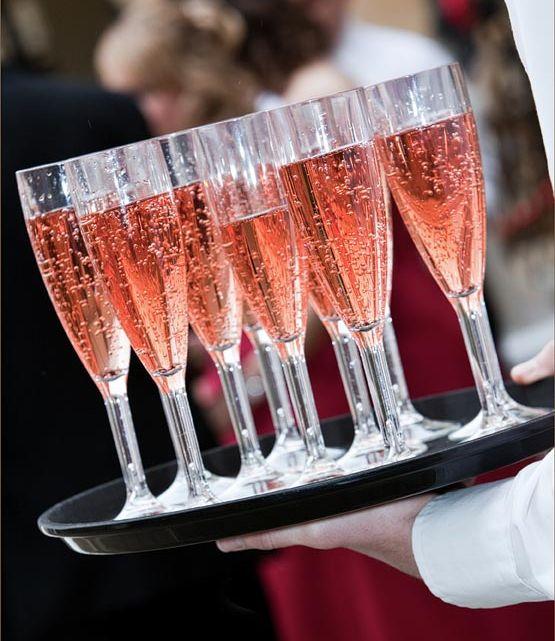 розовое шампанское на свадьбе