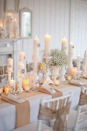 zimnaya-svadba-belie-svechi-gipsofila