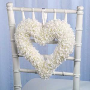 ukrashenie-stuliev-dlya-svadbi-cveti
