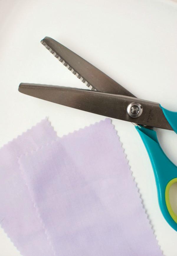 lavender-sachet-diy-tutorial-scissors