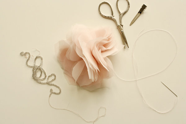 1367519342_content_DIY_Gorgeous-Chiffon-and-Tulle-Flowers_1