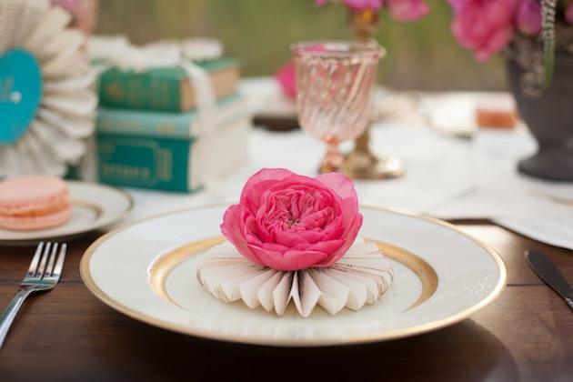 DIY-pinwheel-and-flower-place-setting