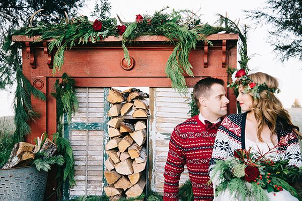 21-festive-styled-wedding-winter-woods-corgi-holiday-sweater