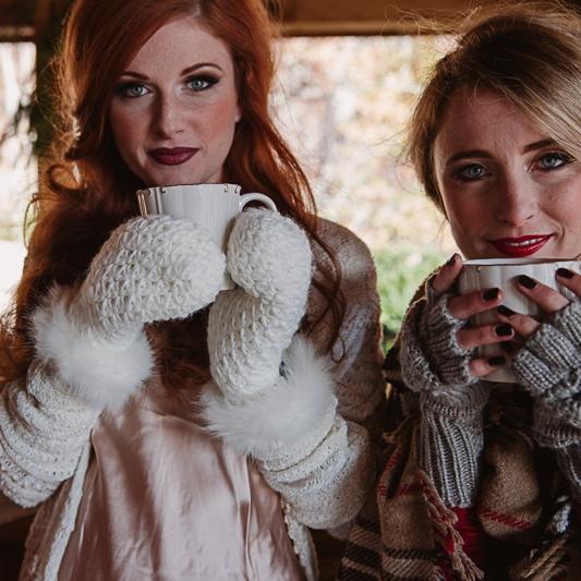 Копия Christmas-Bridal-Brunch-Log-Cabin-Hot-Chocolate-Festive-Shoot-2-7