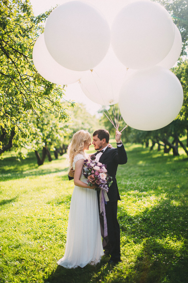 wedding-oversized-white-balloons