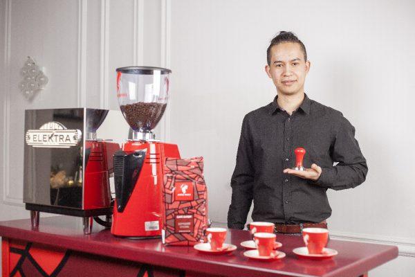 kofeyniy-bar-na-svadbu-04-barista