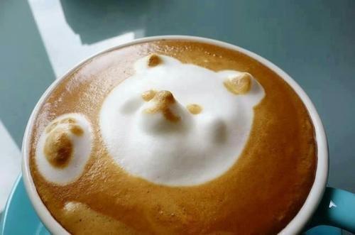 kofeyniy-bar-na-svadbu-06-latte-art-mishka